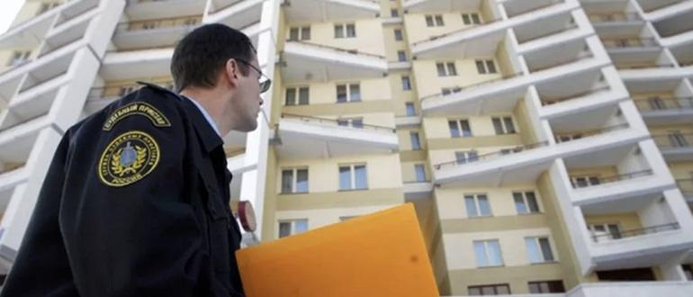 Может ли должник продать единственное жилье